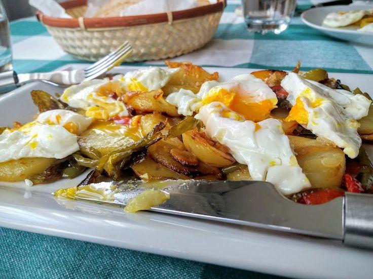 patatas a lo pobre, huevos fritos