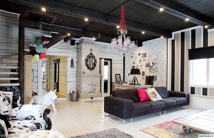 olohuone,olohuoneen sisustus,musta,valkoinen,mustavalkoinen sisustus,värikkäät sohvatyynyt,värikkäät yksityiskohdat
