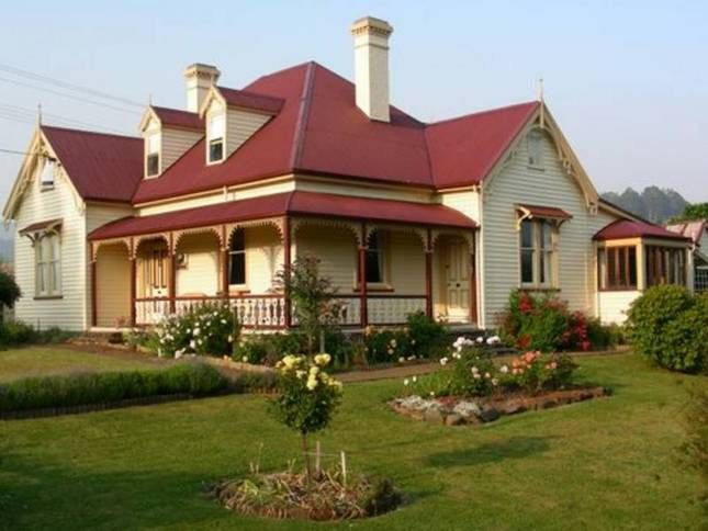 Beautiful historic home located in Geeveston Tasmania, the owners are extremely welcoming and do a great breakfast included in price!  View the platypus swimming in the creek at the edge of their garden, short walk into town.