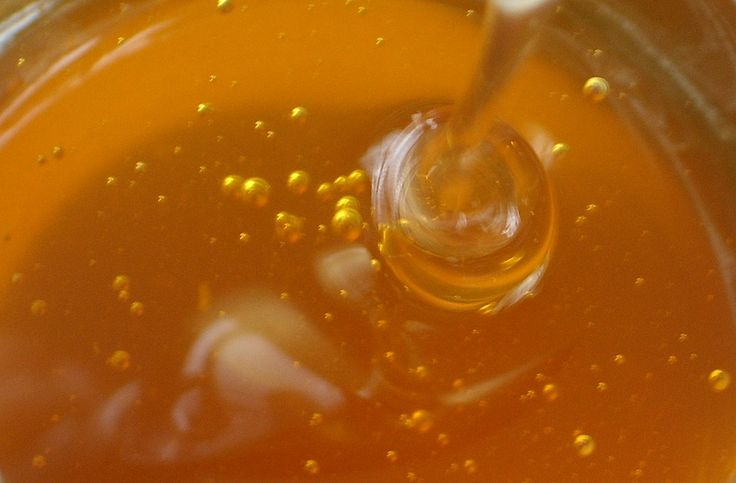 How to lighten hair naturally with honey, doing this tomorrow! :)