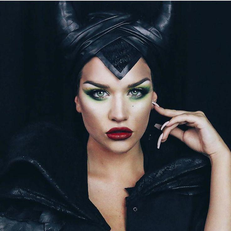 Ella es @ssssamanthaa recibiendo este HALLOWEEN al estilo de MALEFICA la malvada bruja y hada antagonista de la muy conocida película de fantasía : La Bella Durmiente. - Comenta y cuentanos de qué o quién te gustaría disfrazarte este halloween 2016!!! - #tumaqui #makeup #maquillaje #tips #belleza #contorno #makeuplover #makeuprevolution #labios #lipstick #iluminador #vidademaquilladora #gloss #blogger #envios #gratis #nacional #internacional #box #productos #instamakeup #base #blush…