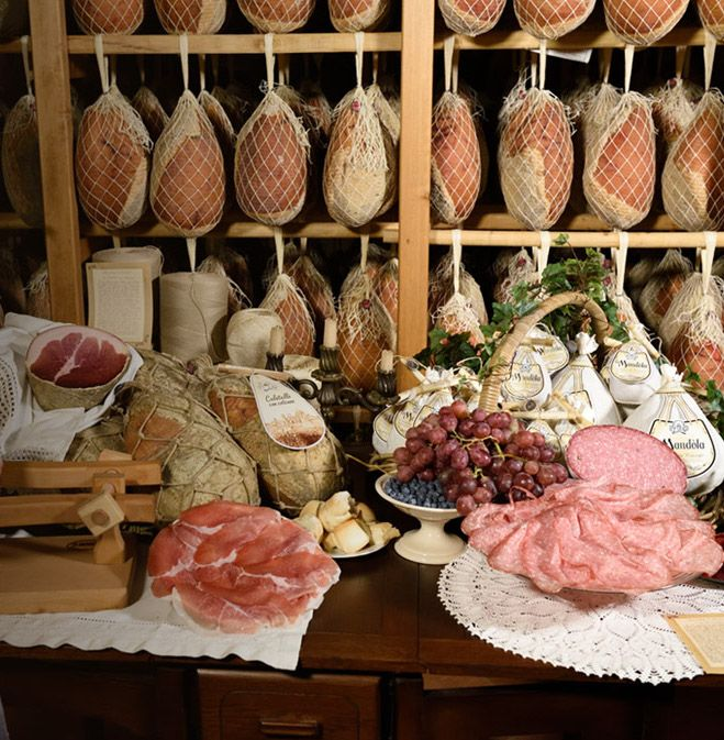 Salumi piacentini del Salumificio Peveri Carlo di Chiaravalle della Colomba, Alseno (Piacenza). #peveri #salumificio #salumi #salami #piacenza #piacentini #DPO #DOP #salame #coppa #pancetta