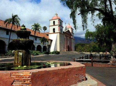 Misión de Santa Bárbara en California de estilo colonial español - Estados Unidos