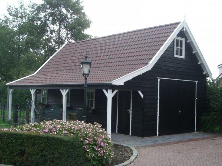Dit luxe tuinhuis biedt veel ruimte voor opslag, parkeren en ontspannen - ook wanneer het weer te wensen overlaat.