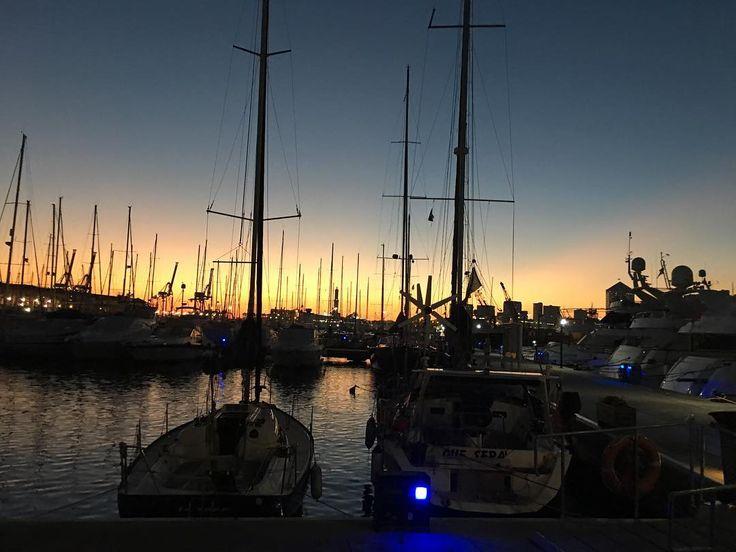 Genova la lanterna e il tramonto: #nofilterneeded #genova #igersgenova #sunset #genovamorethanthis #genovagando