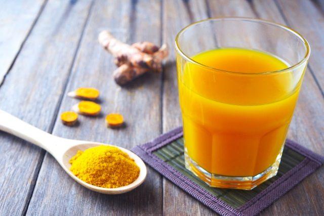 Limonada de Turmeric este eficienta pentru starea noastra generala de bine. Este bine sa consumati limonada de turmeric, care se prepara foarte usor.