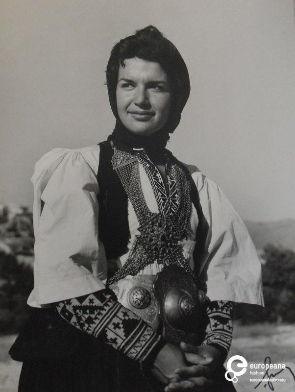 Ιωάννα Παπαντωνίου με φορεσιά Σαρακατσάνας