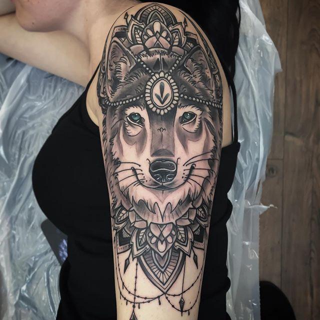 best 25 mandala wolf ideas on pinterest wolf tattoo design wolf tattoos and wolf face tattoo. Black Bedroom Furniture Sets. Home Design Ideas