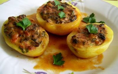 Retete de mancaruri: Retete de post - Cartofi umpluti cu ciuperci