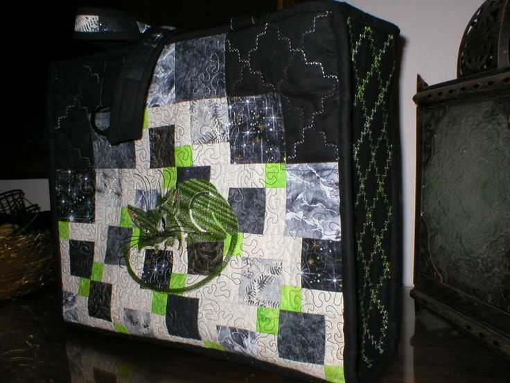 Grön och svart väska med katt