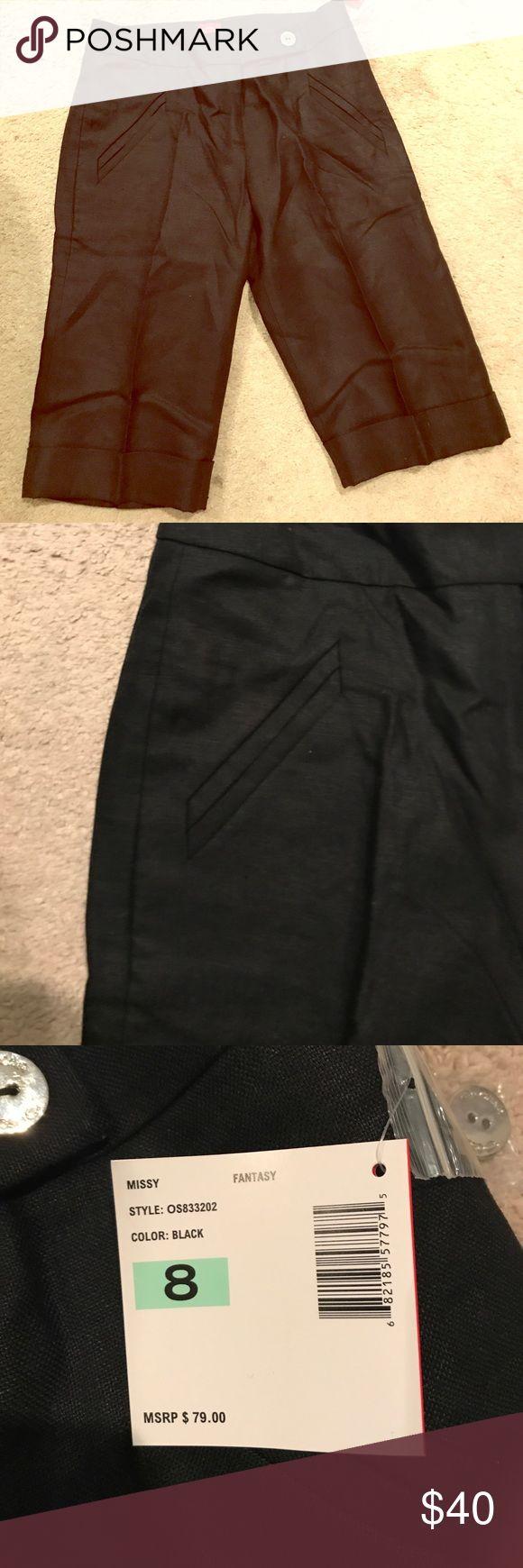 Brand new dressy Oscar linen Bermuda shorts. Brand new black dressy Oscar linen Bermuda shorts with cuffs. Accented by silver medium button for front closure and silver medium button on back button. Size 8. Oscar Shorts Bermudas