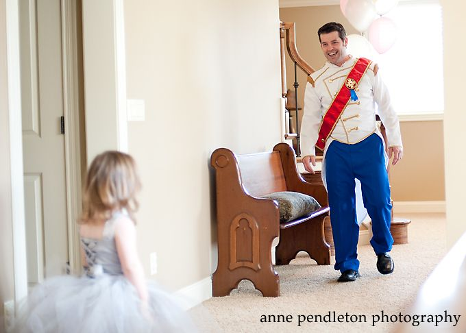 Her daddy dressed up as Prince Charming for her Cinderella birthday party! I might fall over.