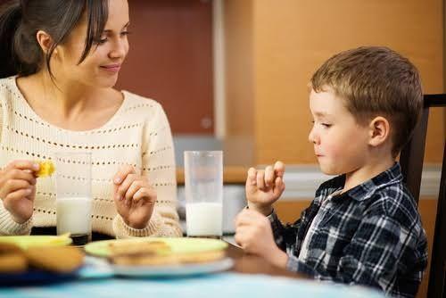 Las buenas costumbres que los niños deben conocer, se modelan desde los primeros años de vida.Cuando digan sus primeraspalabras, es momento para empezar.