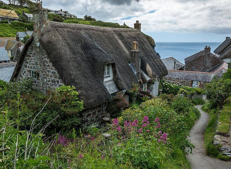Cadgwith, Cornwall via Faerie Magazine FB - photo by Helmut Hess - This is where I would like to live!