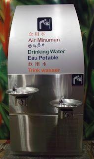 Tips Menghemat Uang Pada Saat Di Bandara, Menggunakan Botol Air