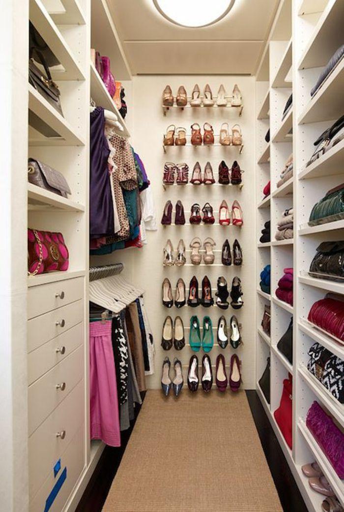 Decouvrir Les Meubles A Chaussures En 50 Photos Dressing Mansarde Idee Dressing Dressing En U