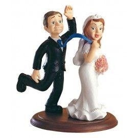 """Divertida figura de pastel Novios """"Tepillé"""". Da un punto divertido a tu boda con detalles como este. #detalles #boda www.jardindedetallesyeventos.com"""