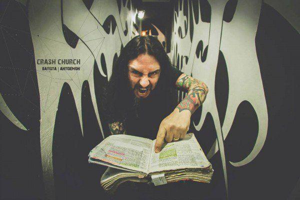 Crash Church, de heave metal kerk die het woord God looft en eert door middel van loeiharde heavy metal muziek in Brazilië.