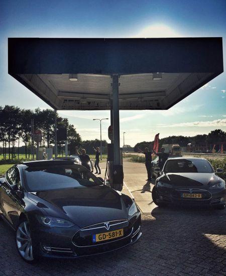 """Tesla představila """"Doporučovací program"""" – tisíc dolarů sleva nebo Model X zdarma! Elon Musk věří v efektivitu doporučovacího marketingu"""