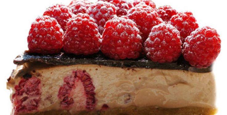 Ostekake med bringebær og melkesjokolade > Oppskrift | Dinmat.no
