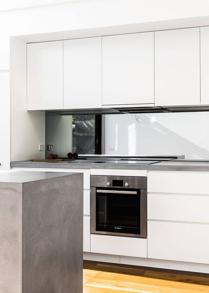 Turner house caesarstone sleek for Sleek modern kitchen cabinets