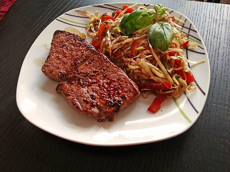 Rinderhüftsteak mit kurz angebratenem Kraut-Paprika-Lauchzwiebelgemüse, ein schönes Rezept aus der Kategorie Braten.