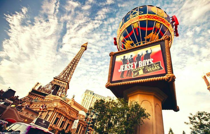 День 16. Лас Вегас Сегодня вы прогуляетесь по знаменитому бульвару Лас Вегаса, The Strip, посмотрите шоу Цирка дю Солей, зайдете в Музей Неоновых вывесок и попробуйте свою удачливость в одном из многочисленных казино.