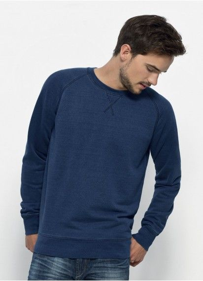 Joe Denim Wash men's natural indigo dye #crewneckjumper in Mid Washed Indigo. This wonderfully comfy jumper is #fairtrade and made in Bangladesh from 85% #organiccotton.