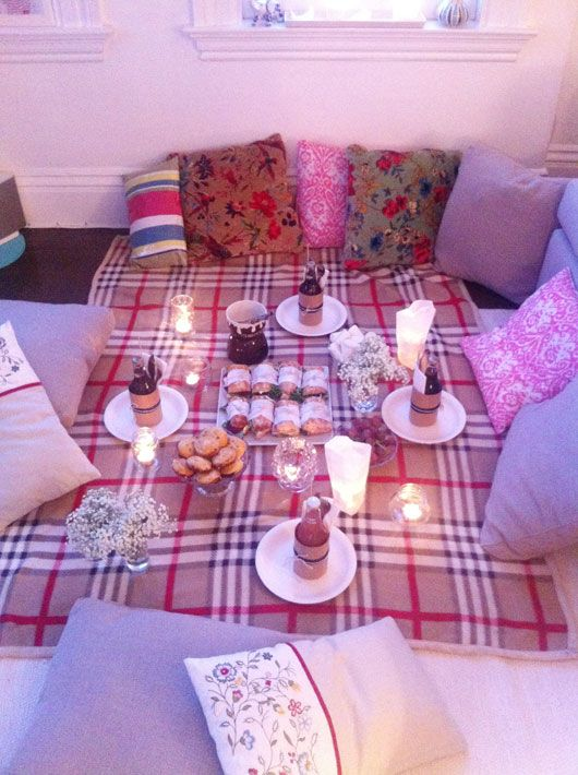 Is it cold where you are? Need a simple, affordable yet fun date idea for Valentine's Day? Make a picnick in a corner of your house.