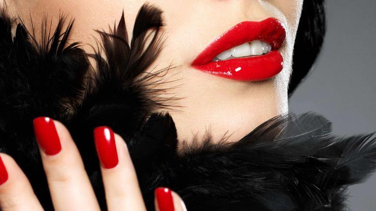 Обои face, лицо, boa, губы, lips, перо, feather, ногти, nails, боа,  Красивая модная девушка с красными ногтями.