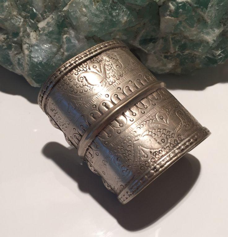 Antieke Bangle armband/Afghaanse Turkmenen stam/old collectible verklaring /vintage/gypsy stijl/Tribal/Ethnic antieke juwelen winkel NJN300 door NajibJewellers op Etsy https://www.etsy.com/nl/listing/241888594/antieke-bangle-armbandafghaanse