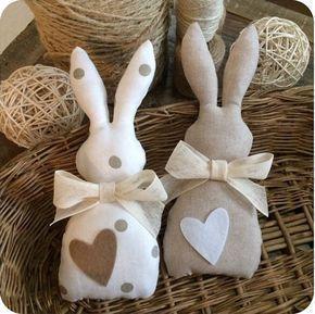 Simpatici coniglietti per la Pasqua realizzati a mano da Sweet_country_emy. Le loro tonalità tenui e naturali sono molto di moda in questo momento e sono perfette come addobbo pasquale semplice ma ricercato. #pasqua #faidate #coniglietto #coloritenui #nolimitstocreativity