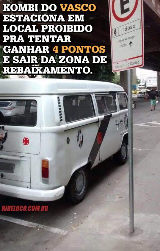 Kombi do Vasco estaciona em local proibido pra tentar ganhar 4 pontos e sair da zona de rebaixamento.