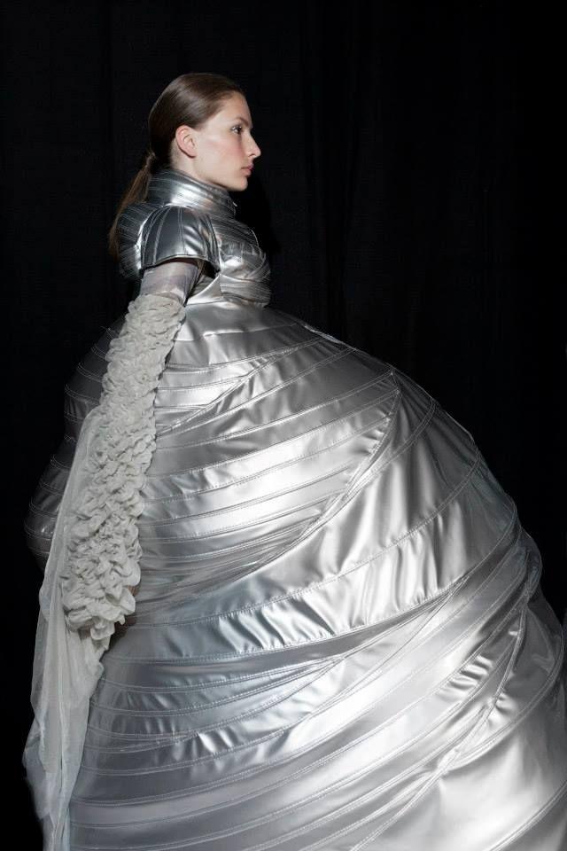 Sculptural Fashion - silver dress with voluminous shape - futuristic fashion; wearable art // Flora Miranda Seierl