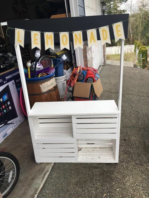 DIY Lemonade Stand Under 30$ Use cheap crates and white spray paint. #lemonadestand #kids #diy #summerfun