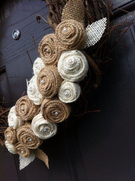 Burlap Flower Wreath...  Corona de Flores de Arpillera...                                                                                                                                                      Más