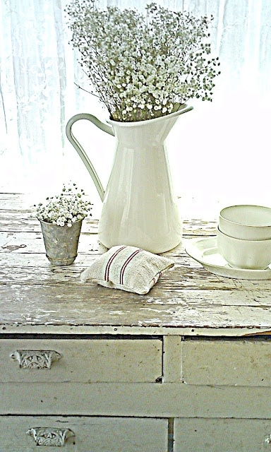 White beach cottage room: Buffet Tables, Farmhouse Chic, Farmhouse Table, Shabby Chic, White Decor, Baby Breath, Cottages Rooms, French Cottages, Beaches Cottages