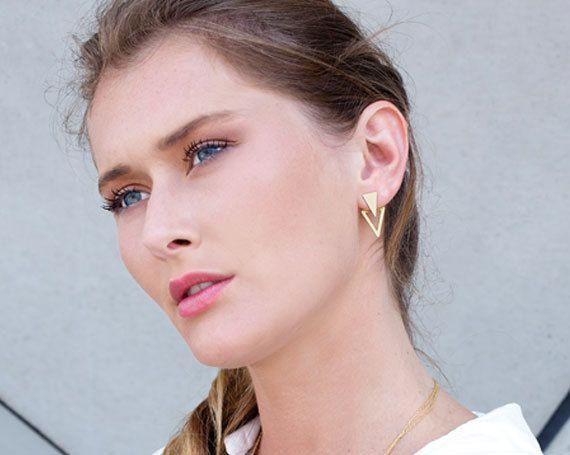Dreieck Ohr Jacken, Jacken Ohrringe, doppelt doppelseitige Ohrringe, vordere hintere Ohrringe, doppelte doppelseitige Ohrstecker, Gold doppelt zurück Ohrringe Diese Ohr-Jacken sind nur ein erstaunliches Stück Schmuck. Eine Schmuck-Unikate von Shani Jacobi, gedacht um Ihnen einen exklusiven Look. Bereiten Sie sich erstaunt über die trendige Ohrringe, die Sie in mehrfacher Hinsicht tragen können! Die Ohr-Jacke ist ein schönes Stück, dass Clips auf den Pfosten von hinten und unten der Lappen…