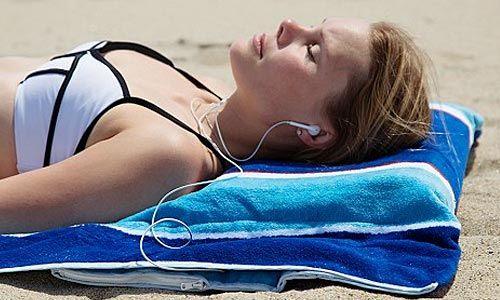 Με τα παρακάτω gadgets δεν θα καίγονται πια οι πατούσες μας στην άμμο, ούτε θα ξεμείνουμε ποτέ από μπαταρία στην παραλία.