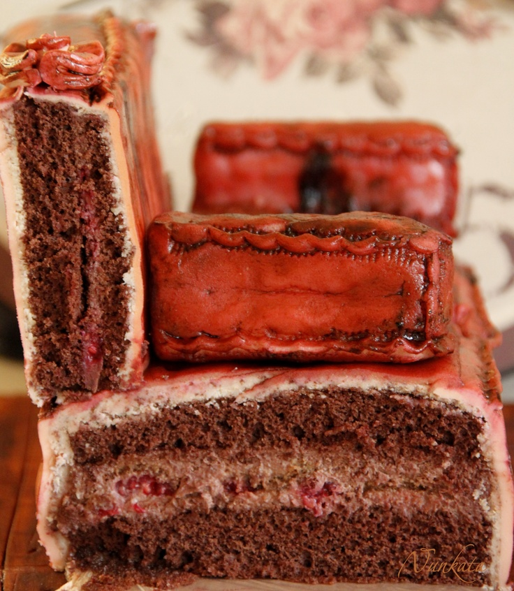 Couch Cake inside