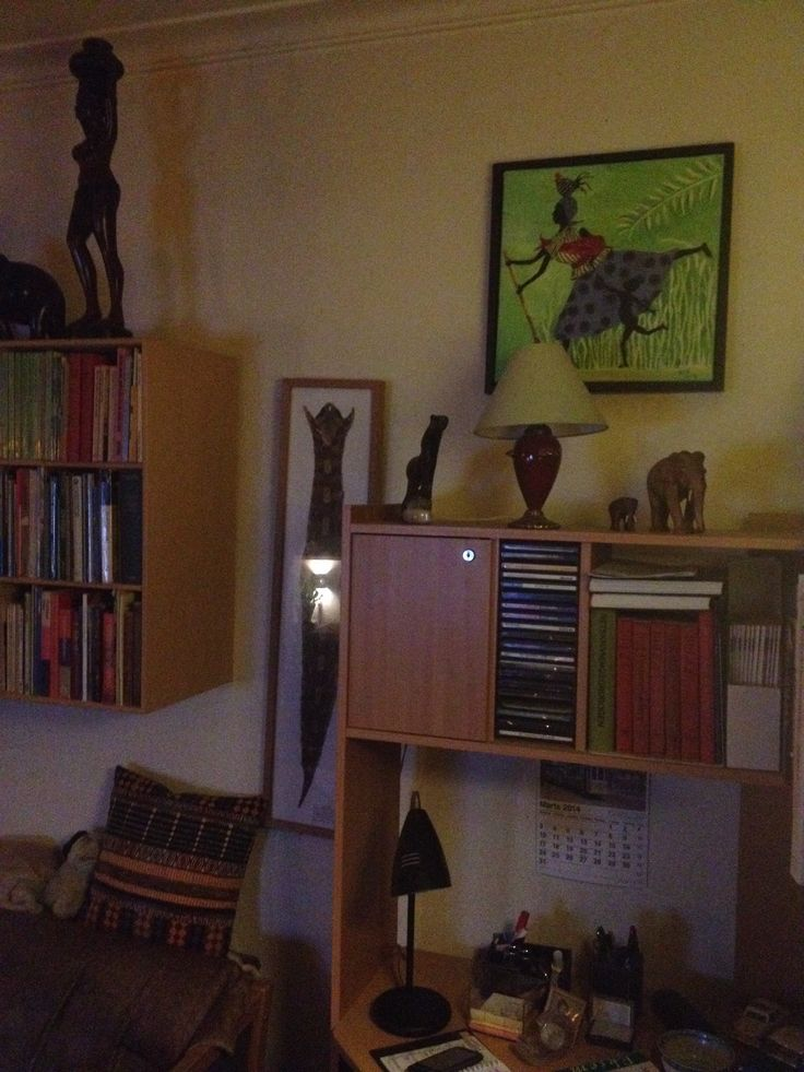 Ny Living room. On the wall you can see my home painting picture from Africa . Woman whit a child !