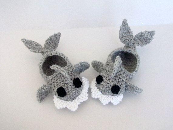 Zapatillas de bebé tiburón de ganchillo patucos por myknittingworld