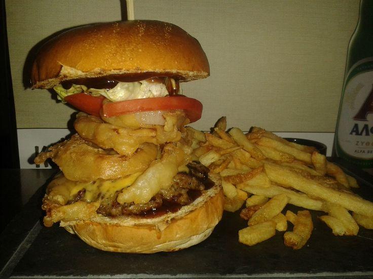 Με τέτοια burgers που σερβίρουν στο Λιοτρίβι, δε πάει μια Ελληνική Μπύρα ?