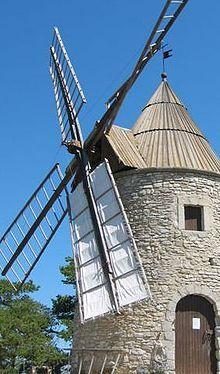 Moulin à vent  Montfuron Alpes de Haute-Provence