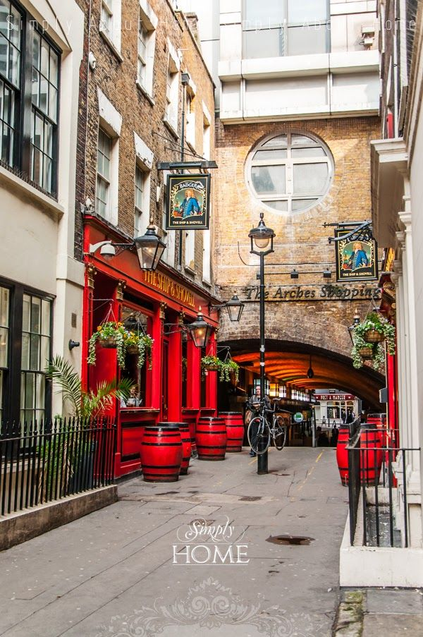 simply about home: #London #red #bus #England #uk #city #architecture #bar