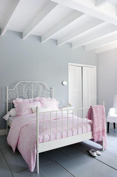 Wit plafond met gekleurde muren