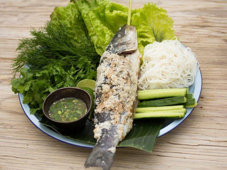Gegrillter Fisch in Salzkruste mit Zitronengras | Asia Street Food – Asiatische Rezepte aus den Straßenküchen Vietnams, Thailands, Kambodschas, Myanmars und Burmas