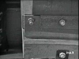 """Inauguration par le Général de GAULLE à Cherbourg du premier sous-marin à propulsion nucléaire, baptisé """"le Redoutable"""".L'historique de la réalisation du sous-marin et le discours du ministre des Armées Pierre MESSMER, précèdent la cérémonie de mise à l'eau du sous-marin."""