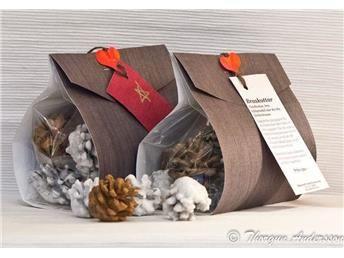 Braskottar, tänd-kottar, ren stearin o kryddor, tallkottar att tända brasan med