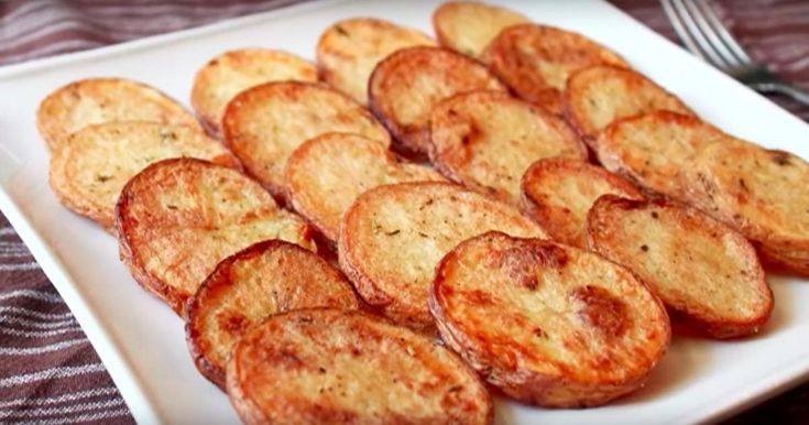 Avec cette méthode de cuisson, vous obtiendrez des pommes de terre croustillantes et pas grasses du tout!